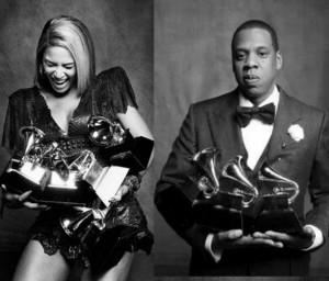 Beyonce_JayZ_holding_grammys